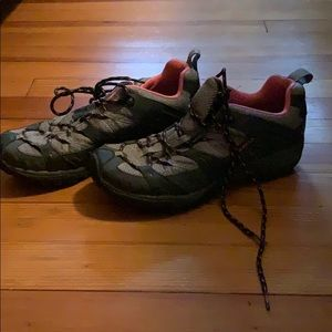 Merrill sneakers/hiking- great condition!
